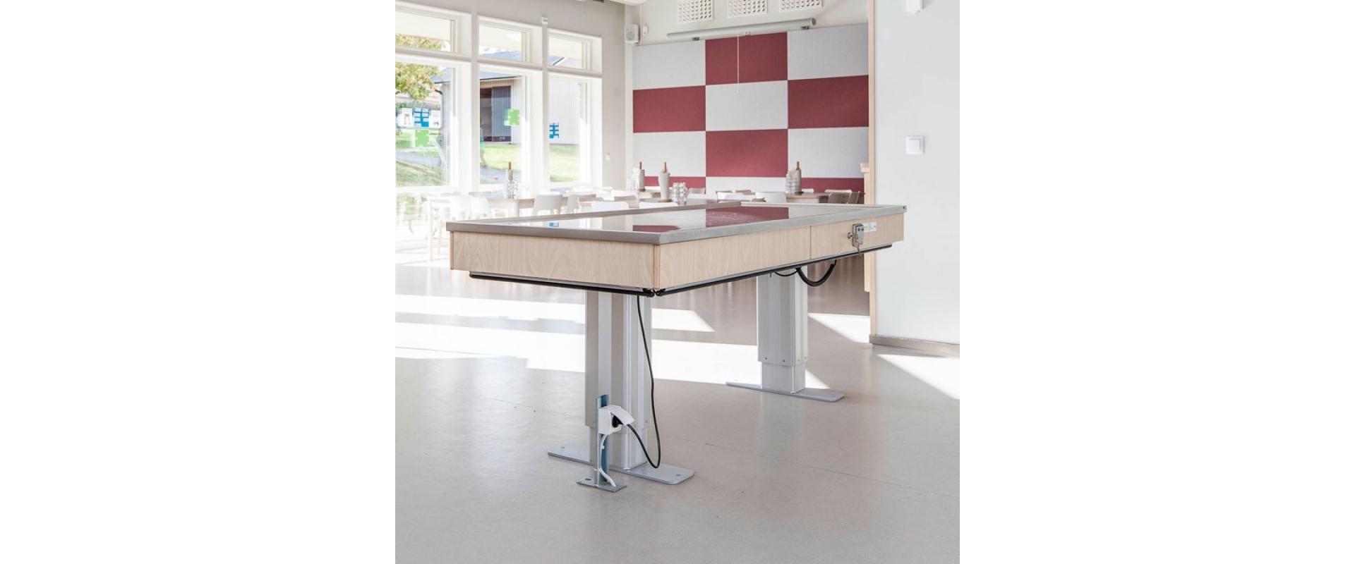 <b>Höj- och sänkbart serveringsbord</b>