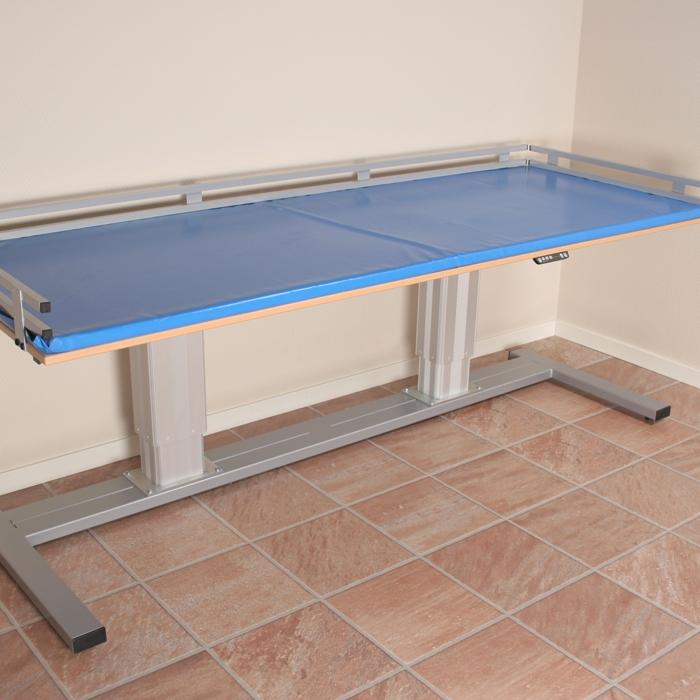 pflegetisch 340 motorisch h henverstellbar h henverstellbare pflege und duschliegen. Black Bedroom Furniture Sets. Home Design Ideas